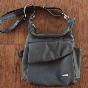 Travelon Anti Theft Classic Messenger Bag